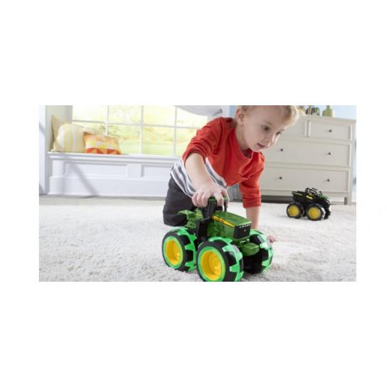 John Deere: трактор Monster Treads с большими колесами, которые светятся