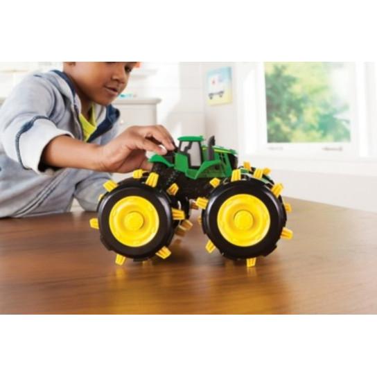 John Deere: трактор Monster Treads с большими шипованными колесами